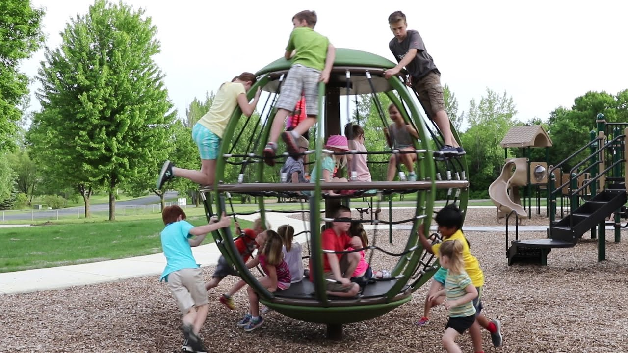 Global Motion - Rotating Playground Net Climber