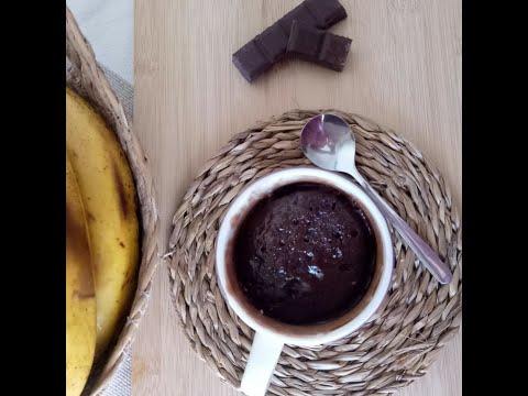 mug-cake-facile-au-chocolat-nutella-et-banane-à-cuire-au-micro-onde/-mug-cake-fácil-al-chocolate