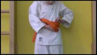 Айкидо. Как завязать пояс(Великолепное пособие для начинающих о том, как завязать пояс. Истоник http://www.eye-kidoshki.ru/kimono., 2014-09-28T13:13:18.000Z)