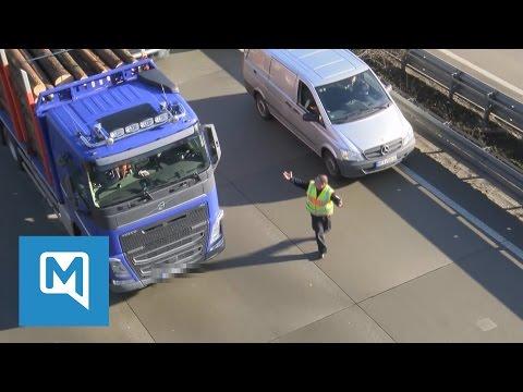 Schwerer Unfall in Thüringen: Polizisten brüllen sich den Weg frei