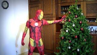 Come fanno l&#39albero di Natale i Supereroi