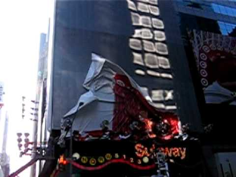 Billboard Crash at Times Square.AVI