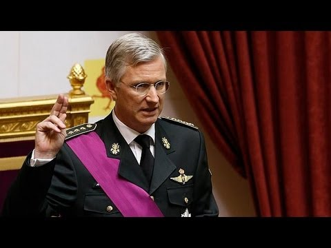 Belgium: New King Philippe pays homage to father Albert II