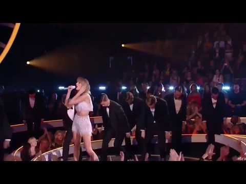 Taylor Swift- Shake It Off (VMA Performance)