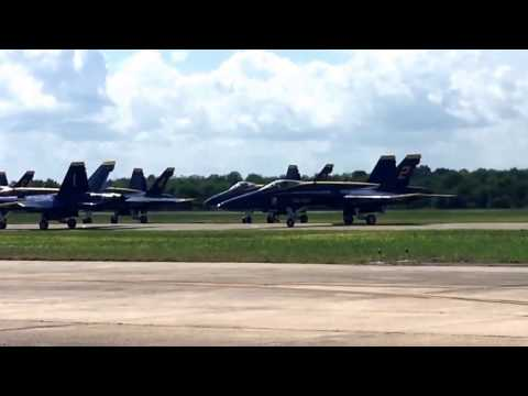 NAS JRB New Orleans 2017 Blue Angels - Taxi the Runway