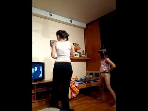 реакция ребенка на танец Мигеля Apashe клип
