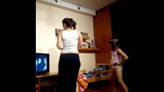 реакция ребенка на танец Мигеля (Apashe клип)