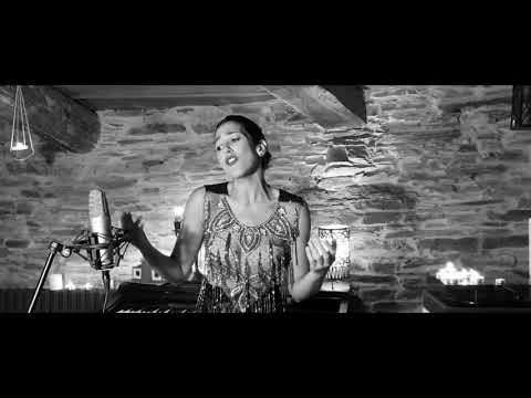 Lucía Pérez interpreta 'Rosiña do mes de maio' polo Día das Letras Galegas