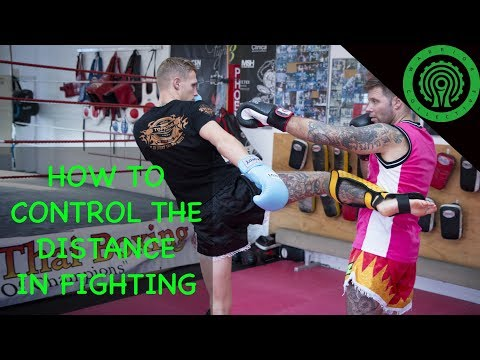 How Elite Fighters Control the Distance in Muay Thai