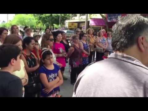 Trabajadores de Cultura marcharon al Municipio para pedir la reapertura de los talleres