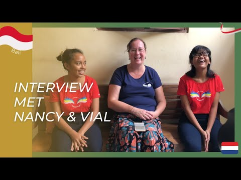 Nancy en Vio praten over hun toekomst plannen.