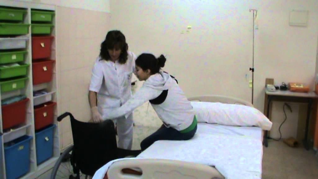 Transferencia cama silla de un paciente hemipl gico youtube - Silla de ruedas de transferencia plegable y portatil ...