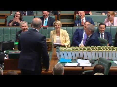 Scott Morrison likens himself to Premier Daniel Andrews & his government