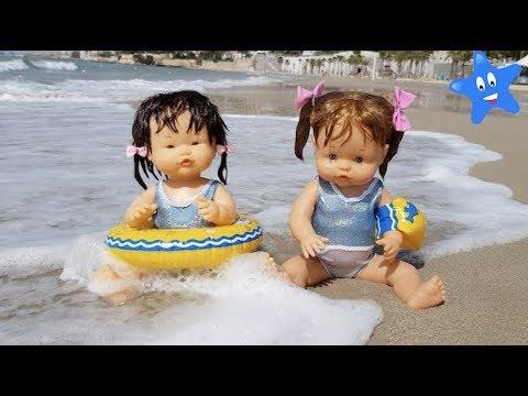 Ani Y Ona En La Playa Con TOBOGANES INFLABLES BARQUITAS