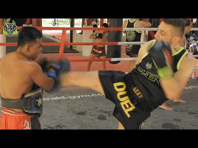 Aurelien Romeo Pads Work | Emerald Muay Thai gym
