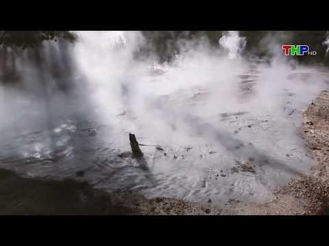 Cảnh phun trào của mạch nước phun Steamboat Geyser - công viên quốc gia Yellowstone, nước Mỹ