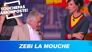 Les chroniqueurs déguisés en mouche jouent avec Jean-Pierre Descombes