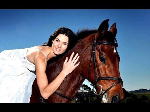 BAREBACK BRIDAL MAKEUP HORSE RIDE WAVE 4 MOTOGP PADDOCK GIRLS =) - YouTube