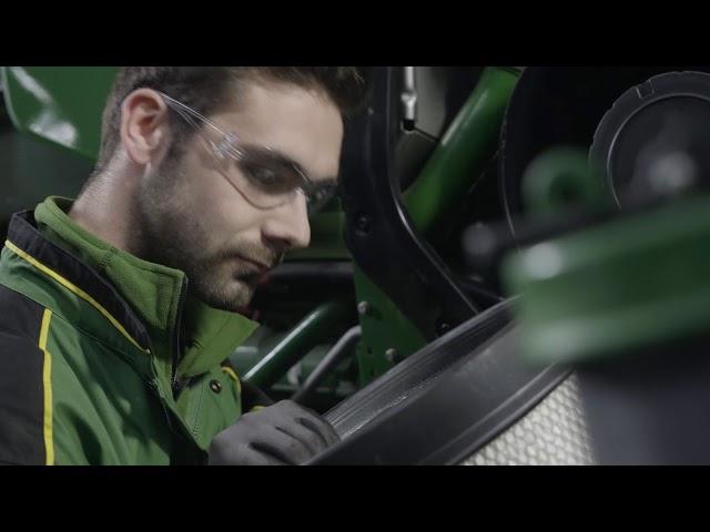 John Deere   Expert Tip Tractor - Air Filter Change