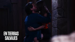 En Tierras Salvajes   Amparo descubre a Isabel y Daniel besándose