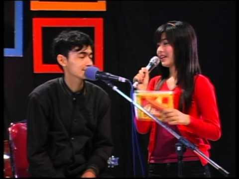 sumpah vokalisnya ganteng bangeeet...!!! Alma' Band Cirebon (Bertahan & Cukup Sudah)