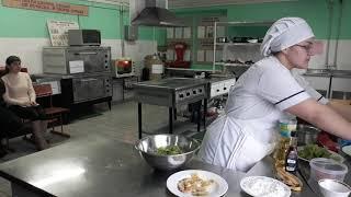 Майстер - клас приготування теплого салату «Пангасіус зі смаженими бананами»