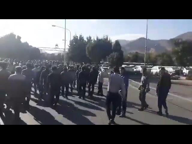 Iran - Manifestation- les ouvriers d'Azarab de la ville d'Arak