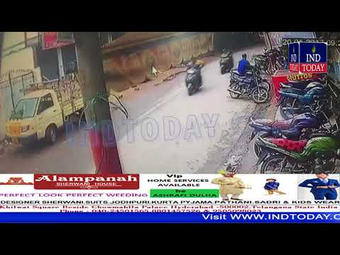 Minor Ramps Auto Tata Ace Into Bakery, No Injuries in Hyderabad | Minor Driving | Hyderabad Police