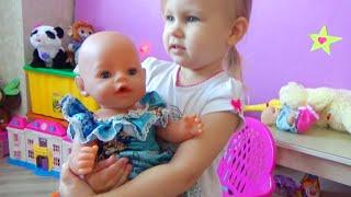 Горка дома! Алиса играет с куклой Беби Борн