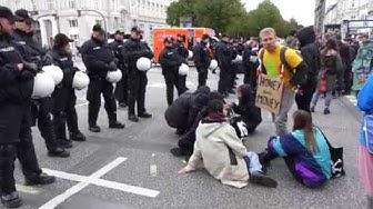 Globaler Klimastreik -  Polizei räumt Sitzblockade