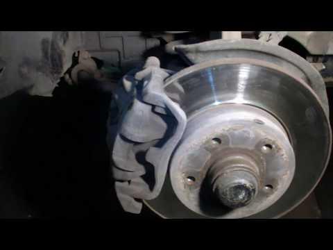 MERCEDES E 202 C 180 замена тормозных дисков