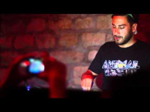 Ou Est Le Swimming Pool - Dance The Way I Feel (Armand Van Helden Mix) [LIVE]