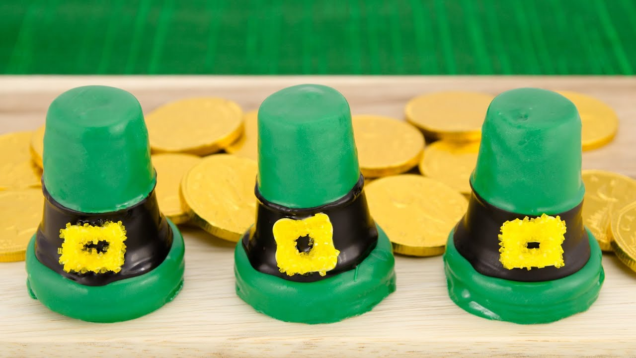 leprechaun hat cupcakes for saint patrick u0027s day by cookies
