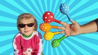 Алина телепортируется на море! Baby Teleports to the sea from home  by color balloons
