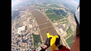 St. Louis Arch Flag Jump July 4th 2013(, 2013-07-05T06:09:23.000Z)