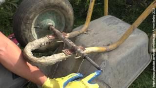 T'T: Неубиваемая тачка для перевозки бетона(В видео показан процесс модернизации шасси тачки для перевозки тяжелых грузов. Группа ВК: http://vk.com/engiclub., 2015-09-12T16:10:16.000Z)