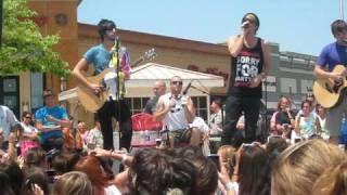 All Time Low- Dear Maria Freehold Mall Acoustic Set.AVI