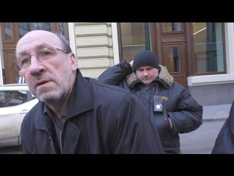 Как из участка улицы в центре Москвы сделать частную парковку