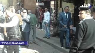 بالفيديو.. بعد تجديد الثقة فيه: محافظ القاهرة يتفقد شارع المعز بسيارة 'مكشوفة' في جولة مفاجئة