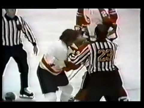 Dave Schultz vs Keith Magnuson NHL Nov 9/72