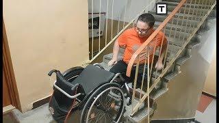 Inwalida CZOŁGA się do swojego mieszkania - urzędnicy nie chcą mu pomóc!
