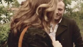 Når tiden går baglæns - Clara Sofie & Rune RK (Official Video)