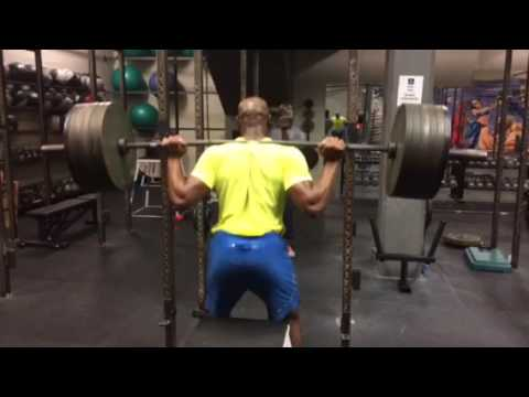 Asafa Powell squatting 585