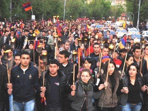В Ереване отмечают 98-летие геноцида армян (новости)