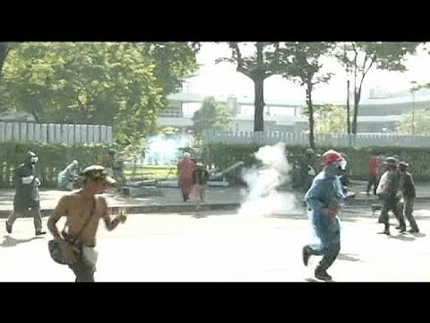 Police use teargas and rubber bullets on Thai protesters