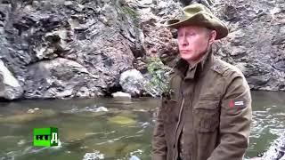 Путин плывет по реке