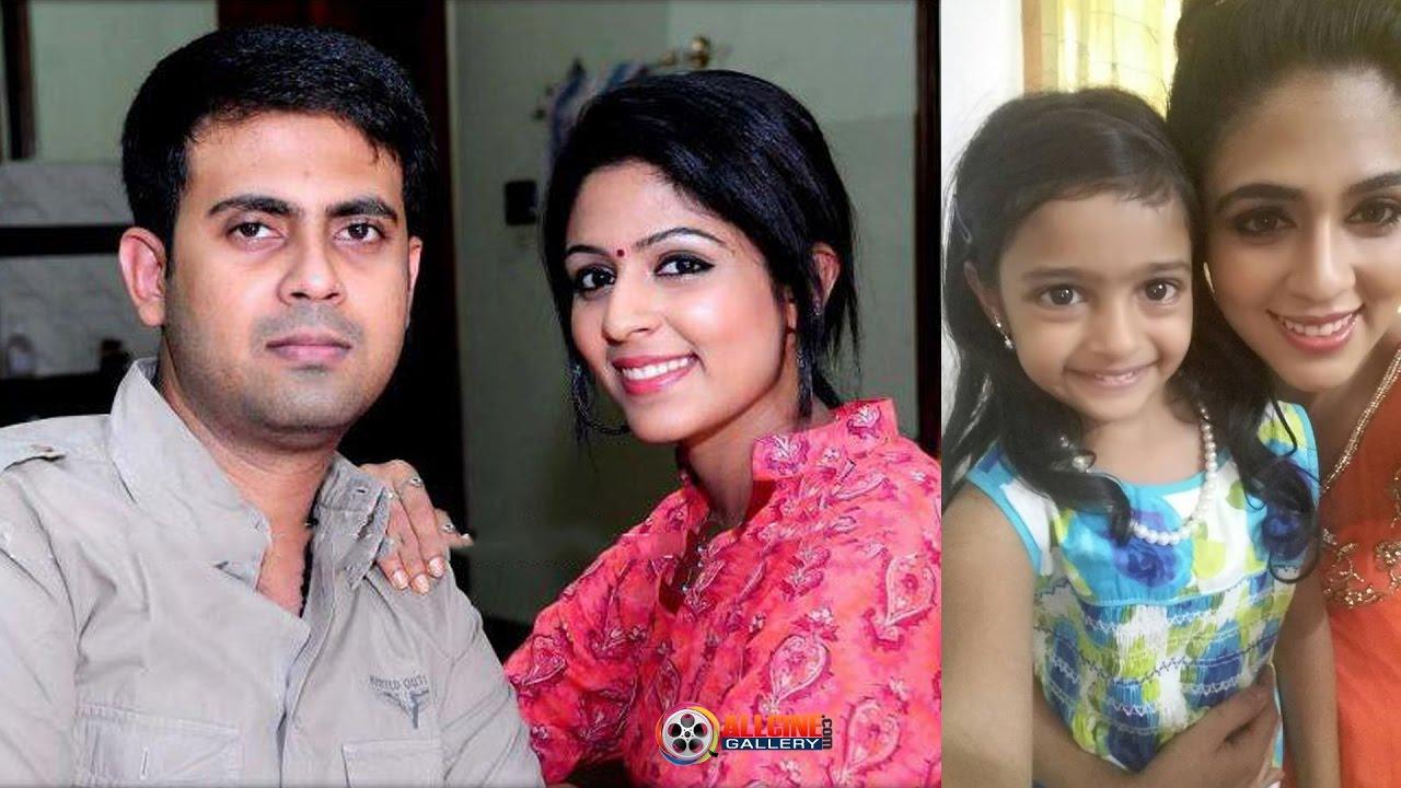 Tamil Serial Actress Manjari Vinodhini Family Photos Youtube   Dream ...