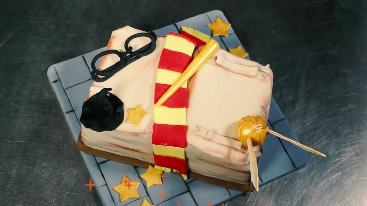 Dekoration einer Harry Potter Torte  Berliner