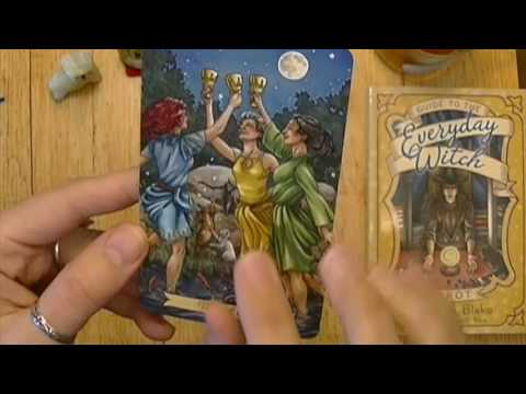Everyday Witch Tarot Review