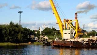 Работа крана на реке Туре (Тюмень)(Работа крана на реке Туре (Тюмень). Больше видео и фото Тюмени на сайте
